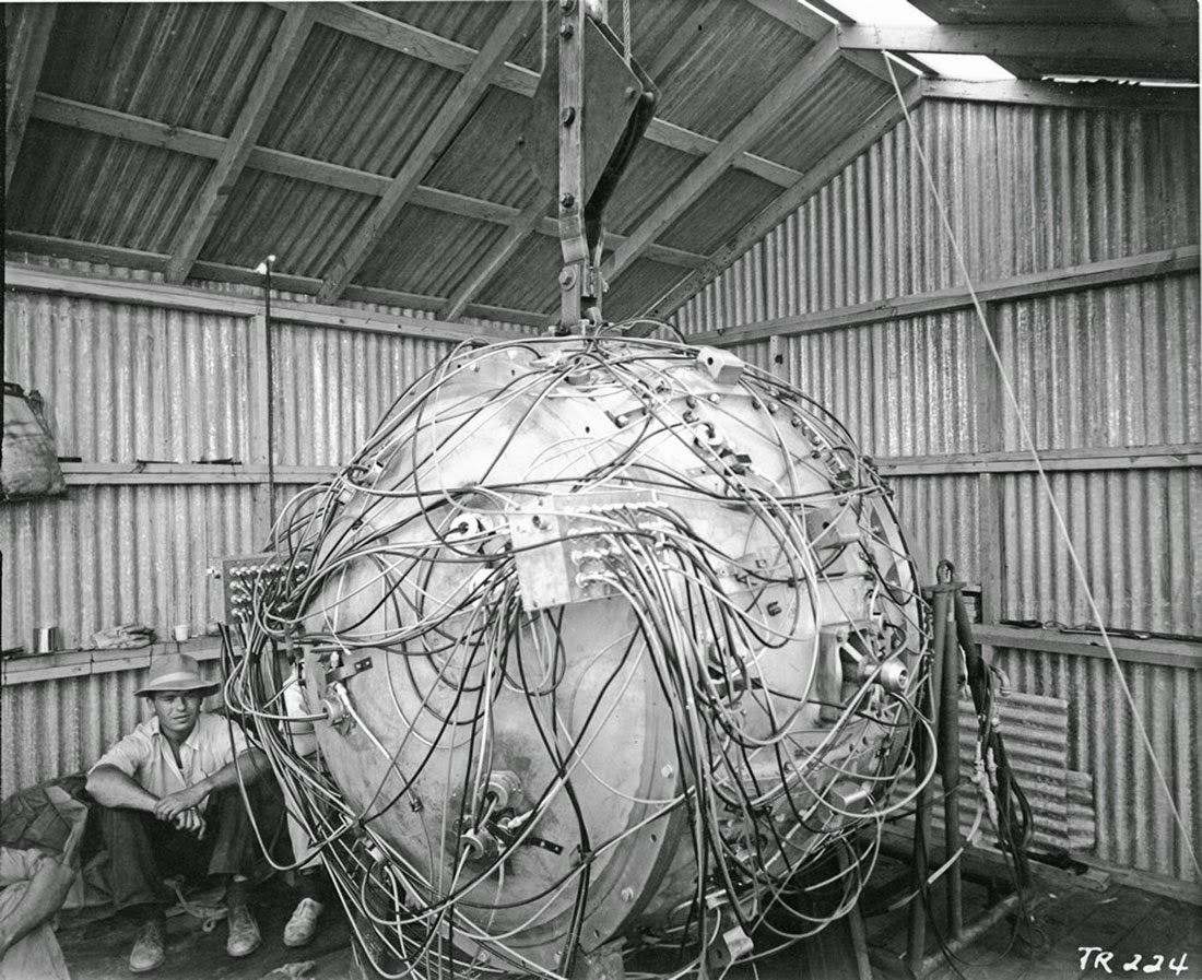 Gadget detonation at trinity dawn of the nuclear age on july 16 1945